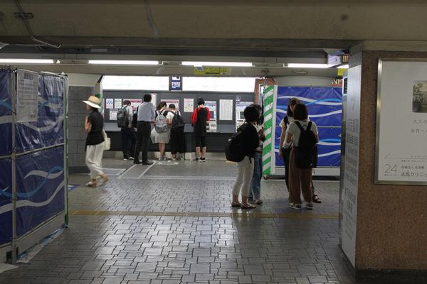 四条烏丸店阪急電車の券売機が見えますのでそこを左に曲がります。