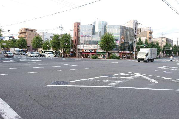 円町店北東にお店が見えますので信号を二回渡ります。