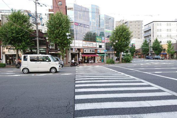 円町店次に東に向いて信号を渡ります。