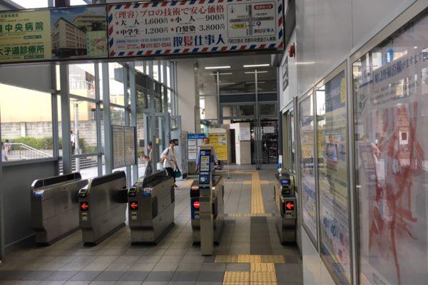 円町店改札を出た後、左に進みます。