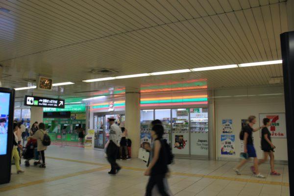 京都駅前店JR地下東口の改札出ます。