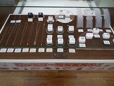 ラクト山科店ジュエリー類の販売もしています。新品仕上げを施していますのでご安心ください。