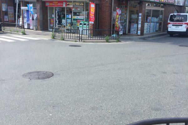 桂駅前店交差点の所にファミリマートさんがあり横にトーカイ桂駅前店がございます。