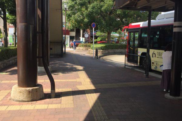 桂駅前店バス降りてソフトバンクさんの方向へお進みください。