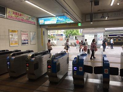 ラクト山科店JR山科駅改札を出ます。
