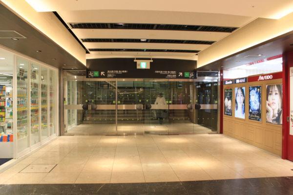 京都駅前店京阪七条駅へ向かう出口A-5の階段を上がると 当店がございます。
