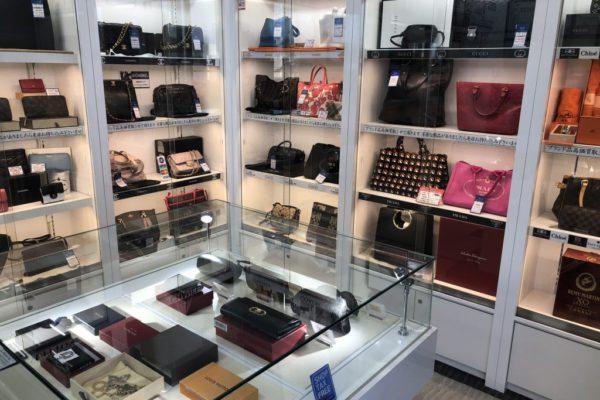イオンモールKYOTO店ルイ・ヴィトンやシャネル、エルメスなど人気の高いブランド品を豊富に取り揃えております。