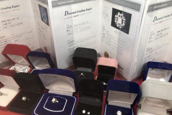 イオンモールKYOTO店ダイヤモンドや色石付きのジュエリー類高価買取させて頂きます。鑑定書などあれば更に買取額UP致します。