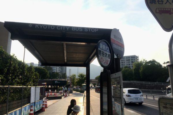 ラクセーヌ店バスを降り、右に少し進みます。