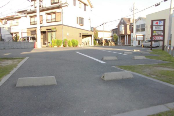 六地蔵店【店外写真②】駐車場完備ですので、お車でもお越しいただけます