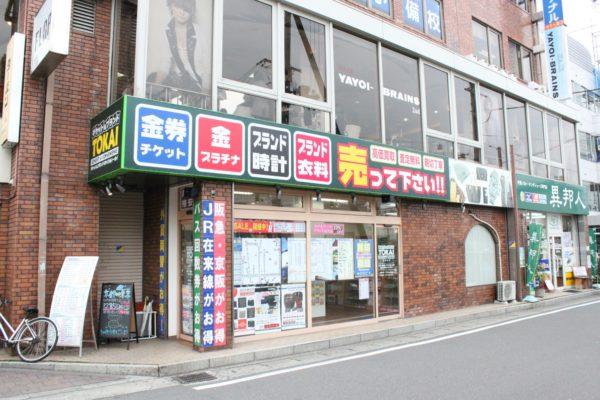 桂駅前店阪急桂駅西口の北階段出口よりすぐの所にあります。バス停留所もすぐ近くにあります。