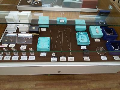 買取専門店TOKAI ラクト山科店ブランドジュエリーのお買取りもしております。査定は無料ですのでお気軽にお越しください(^▽^)/