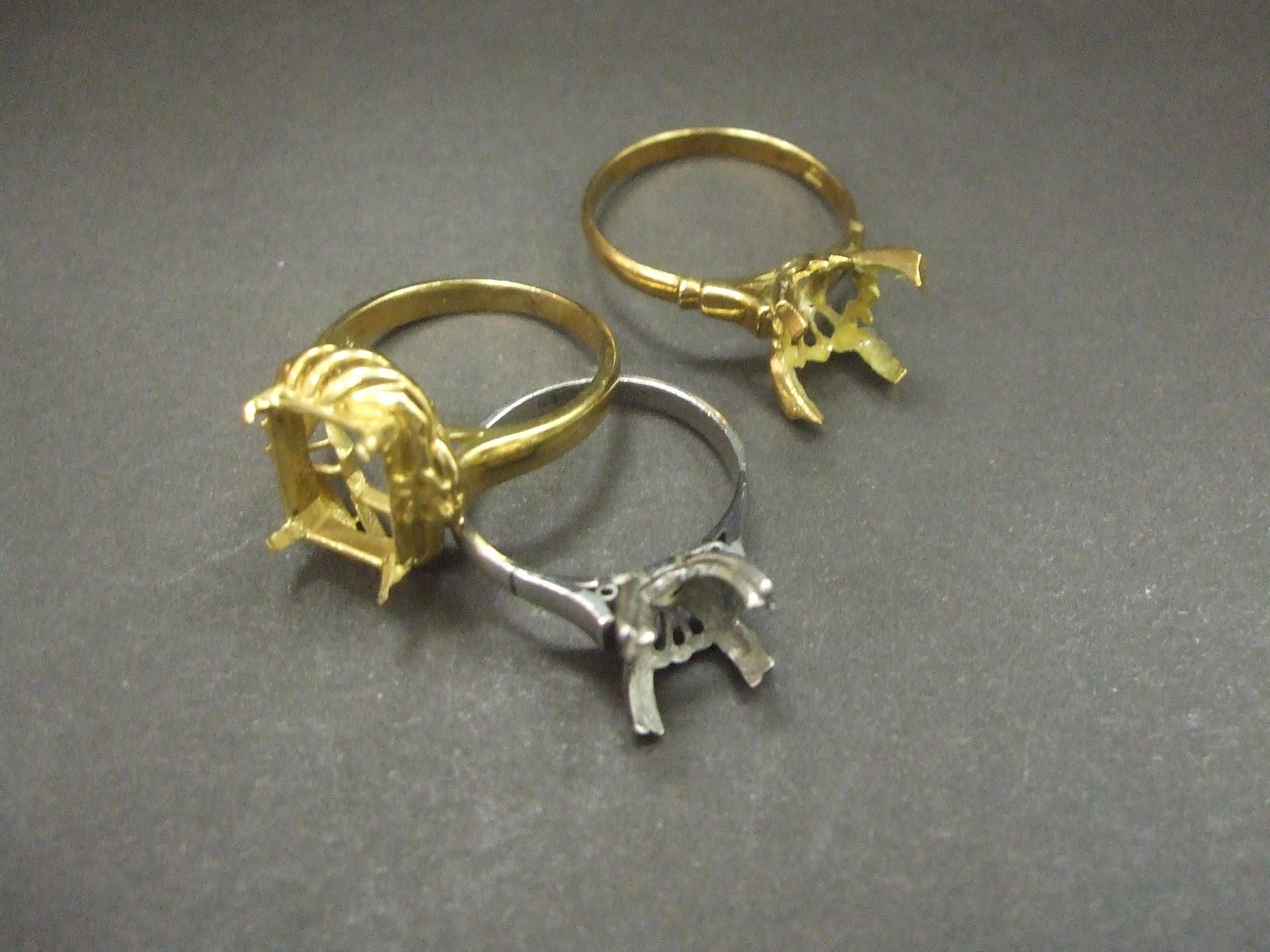 金・プラチナ石のとれた指輪