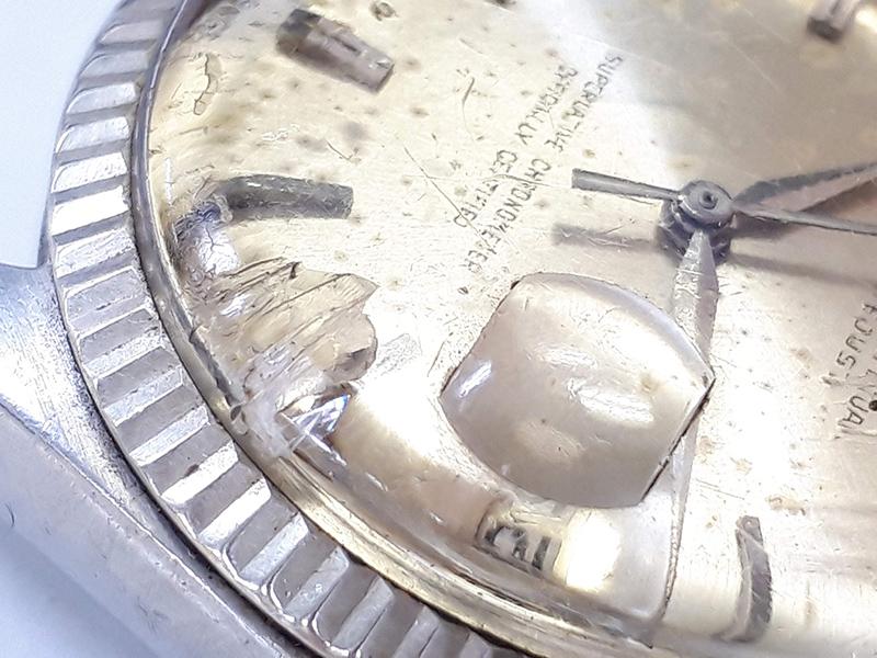 ブランド時計ガラスが割れている