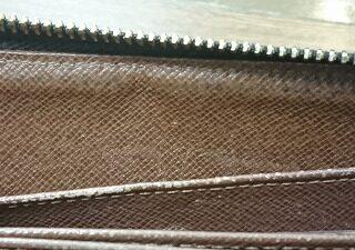 LV財布 内側