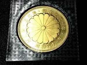 御在位60年記念金貨幣裏面